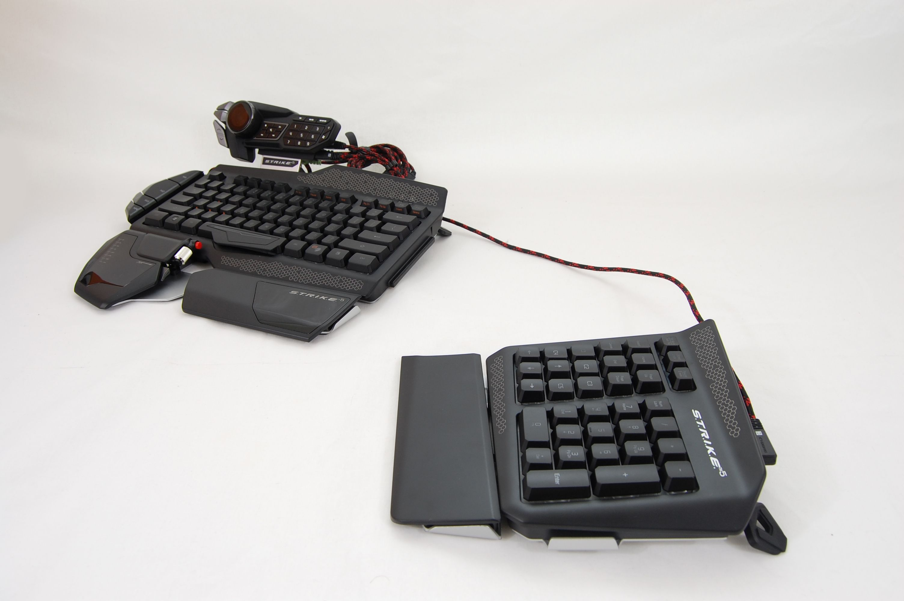 MadCatz-Strike5-Keyboard-Separated-num-pad-long