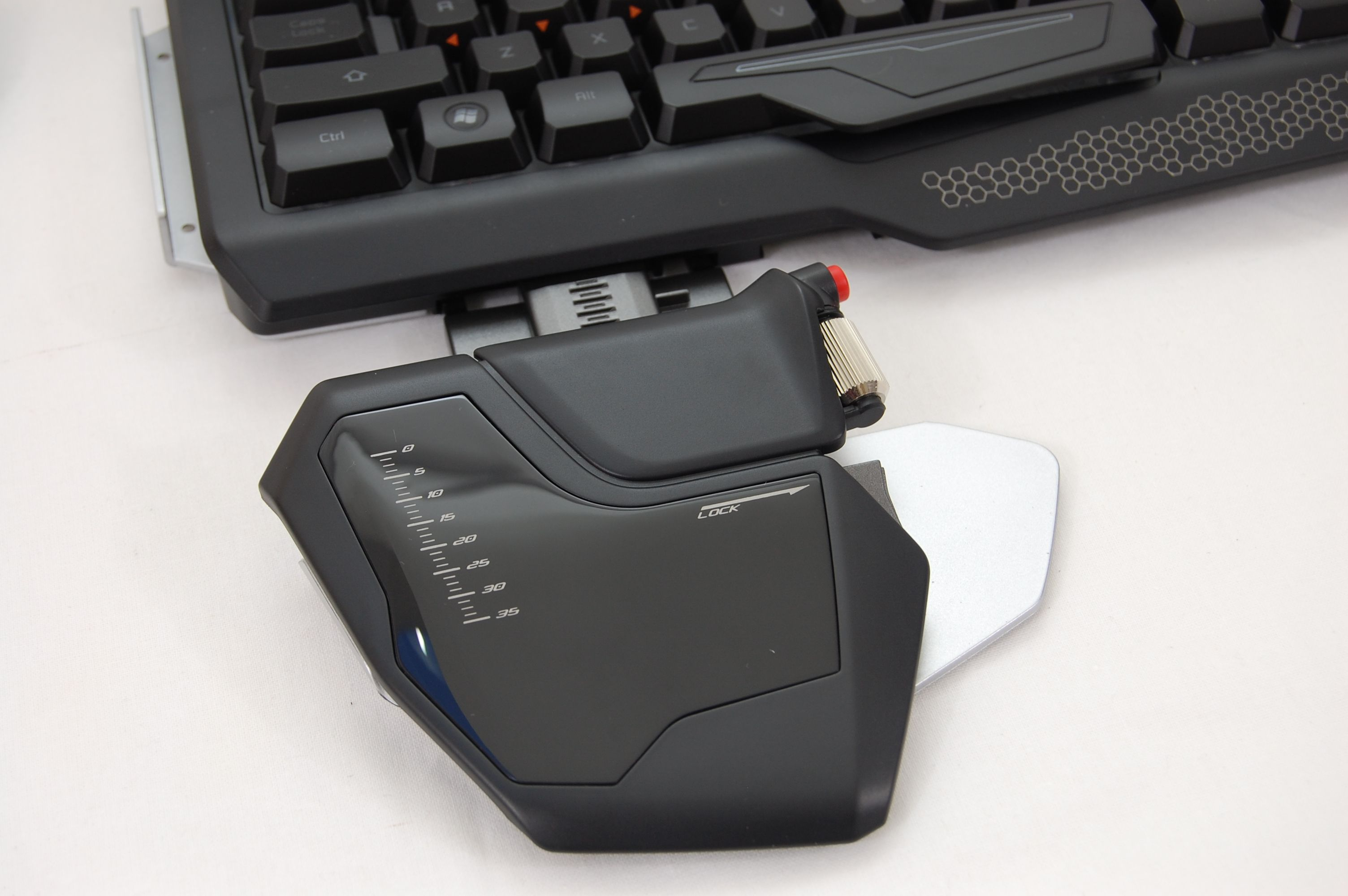 MadCatz-Strike5-Keyboard-Wrist-Rest-Attach