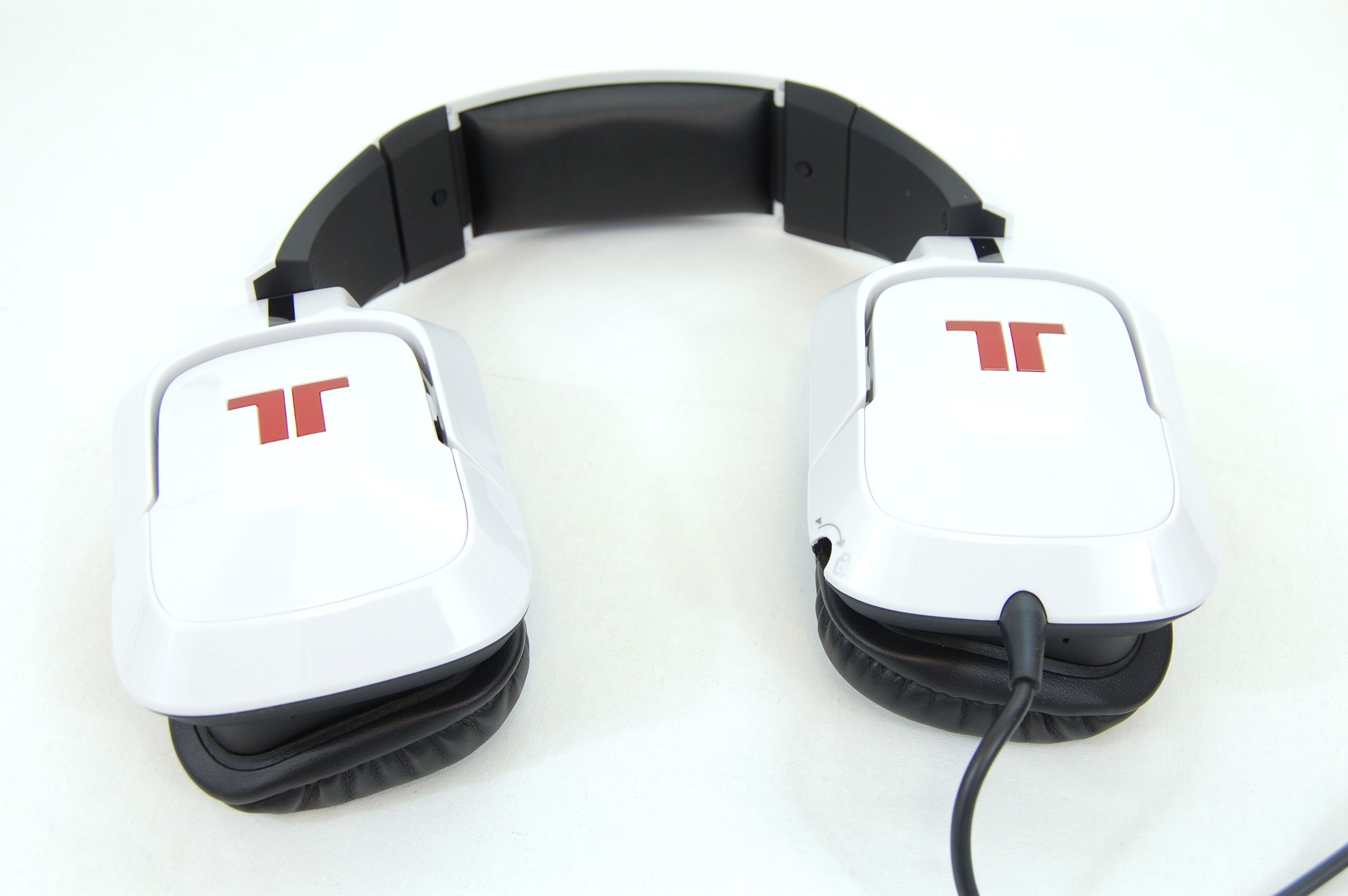 Tritton by MadCatz Pro+ 5.1 Surround Gaming Headset Review - Swivelling Earcup
