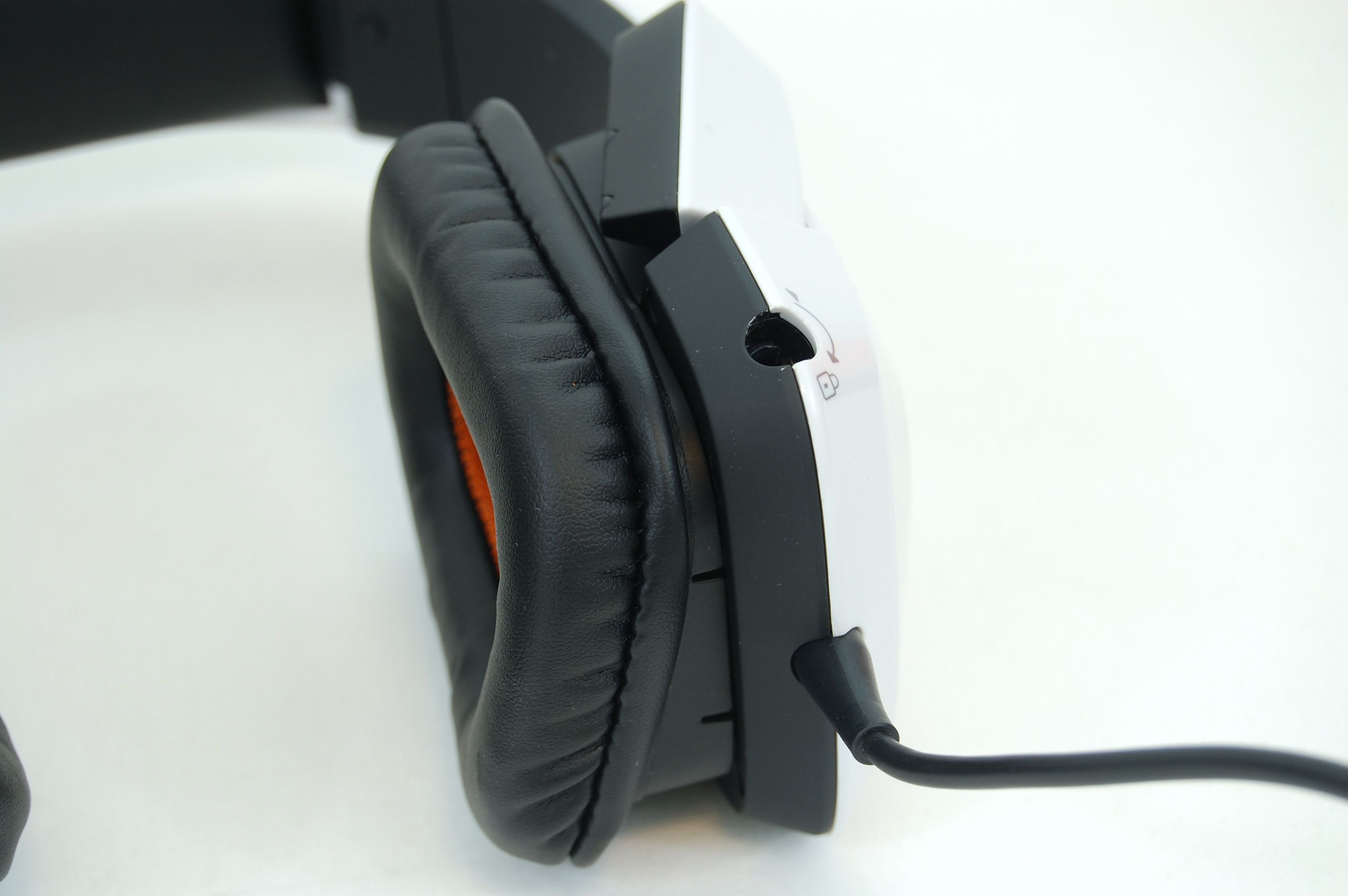 Tritton by MadCatz Pro+ 5.1 Surround Gaming Headset Review - Earcup