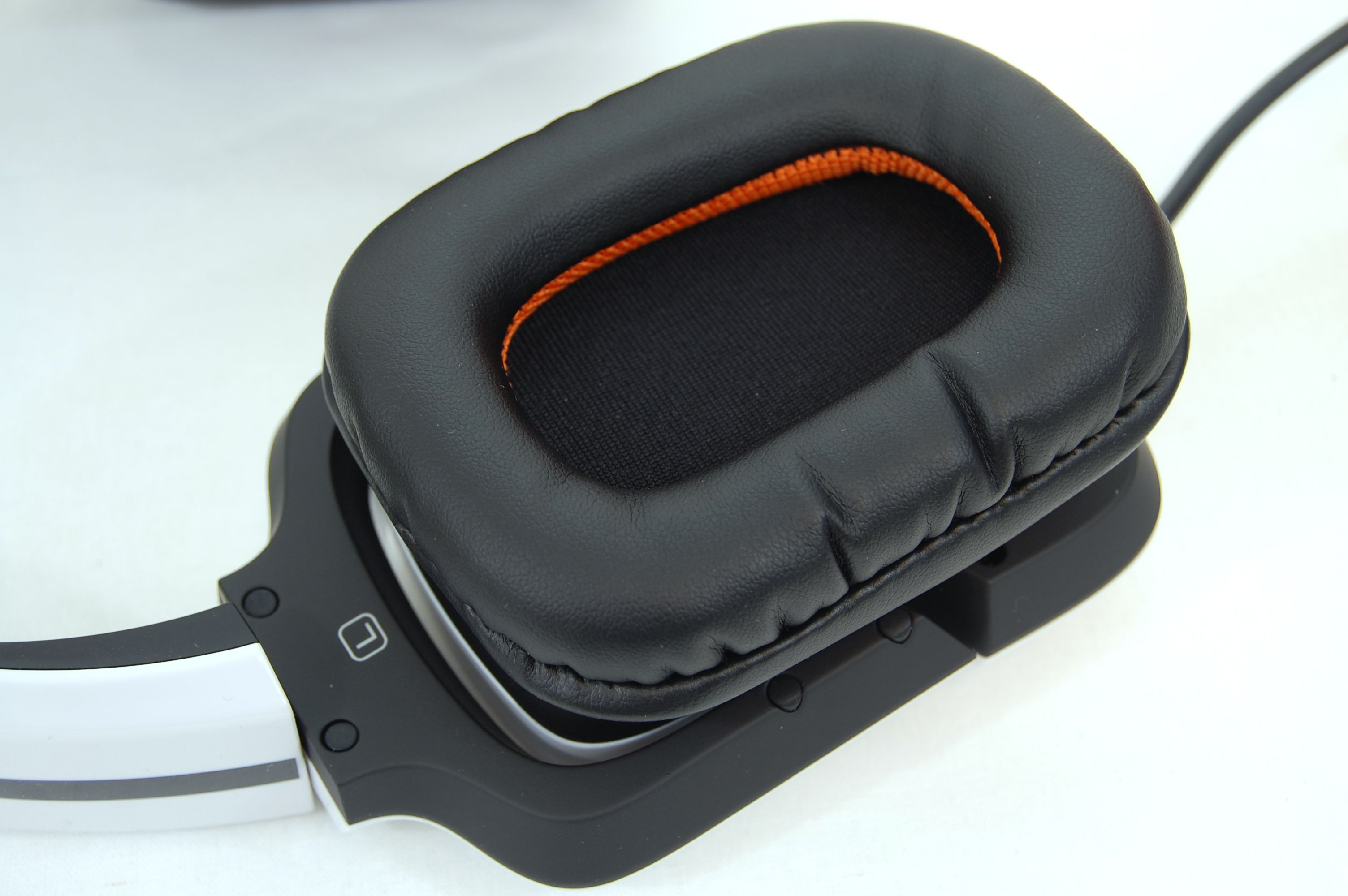 Tritton by MadCatz Pro+ 5.1 Surround Gaming Headset Review - Earcup Padding