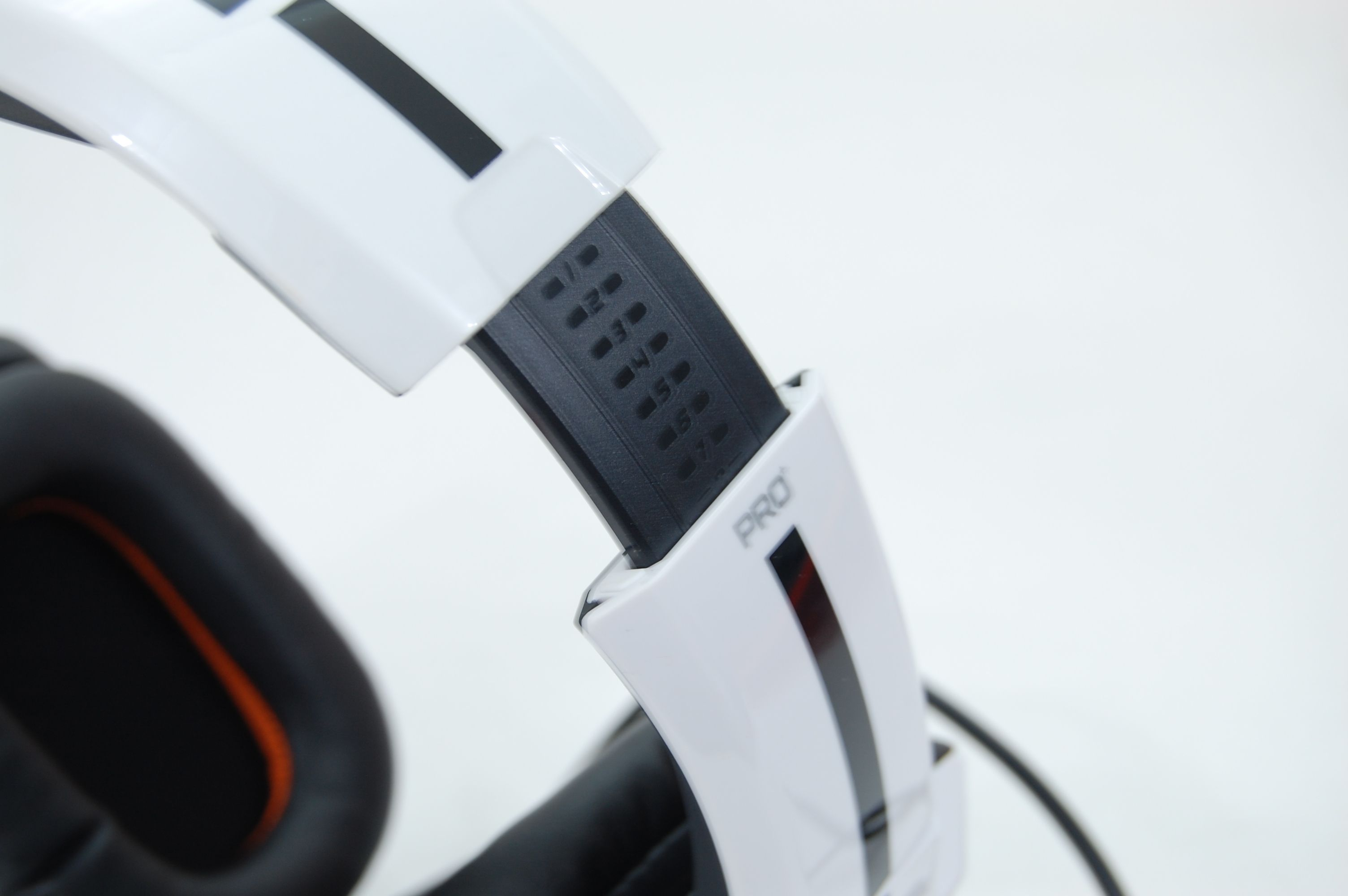 Tritton by MadCatz Pro+ 5.1 Surround Gaming Headset Review - Adjustable Headband