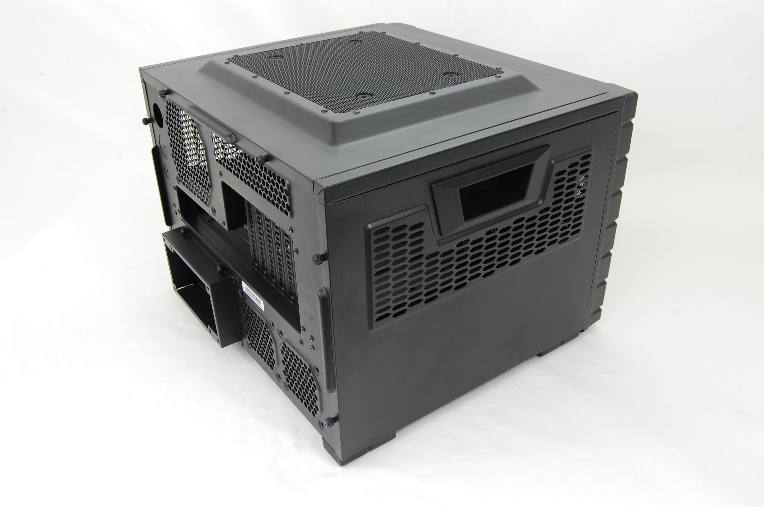 Cooler Master HAF XB LAN Case Side
