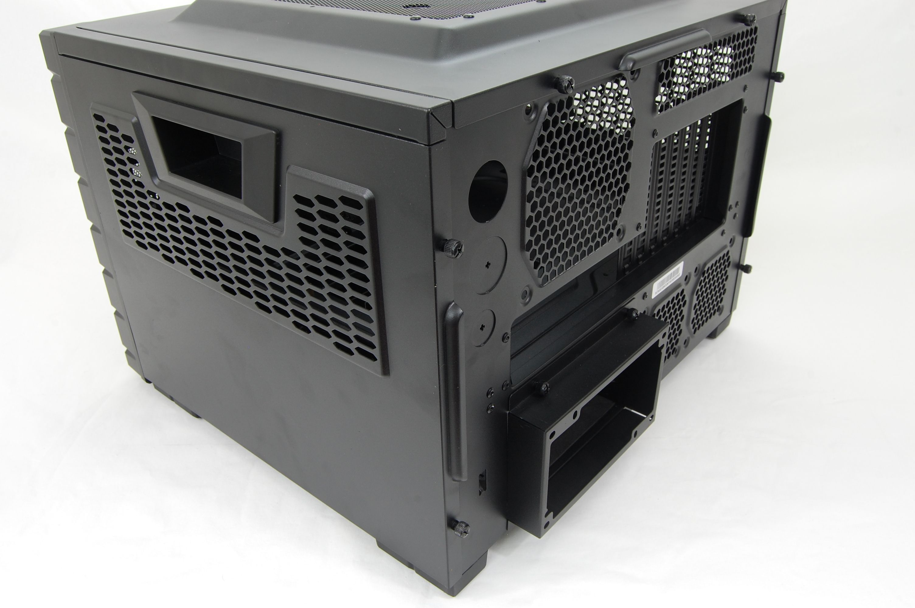 Cooler Master HAF XB LAN Case Right Side