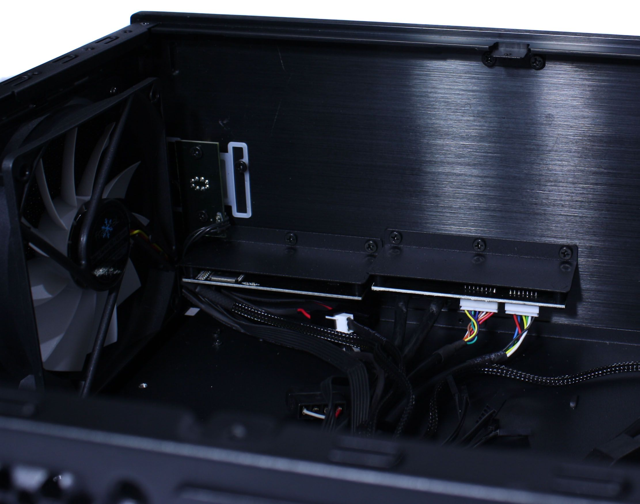 Fractal Design Node 605 I/O Back