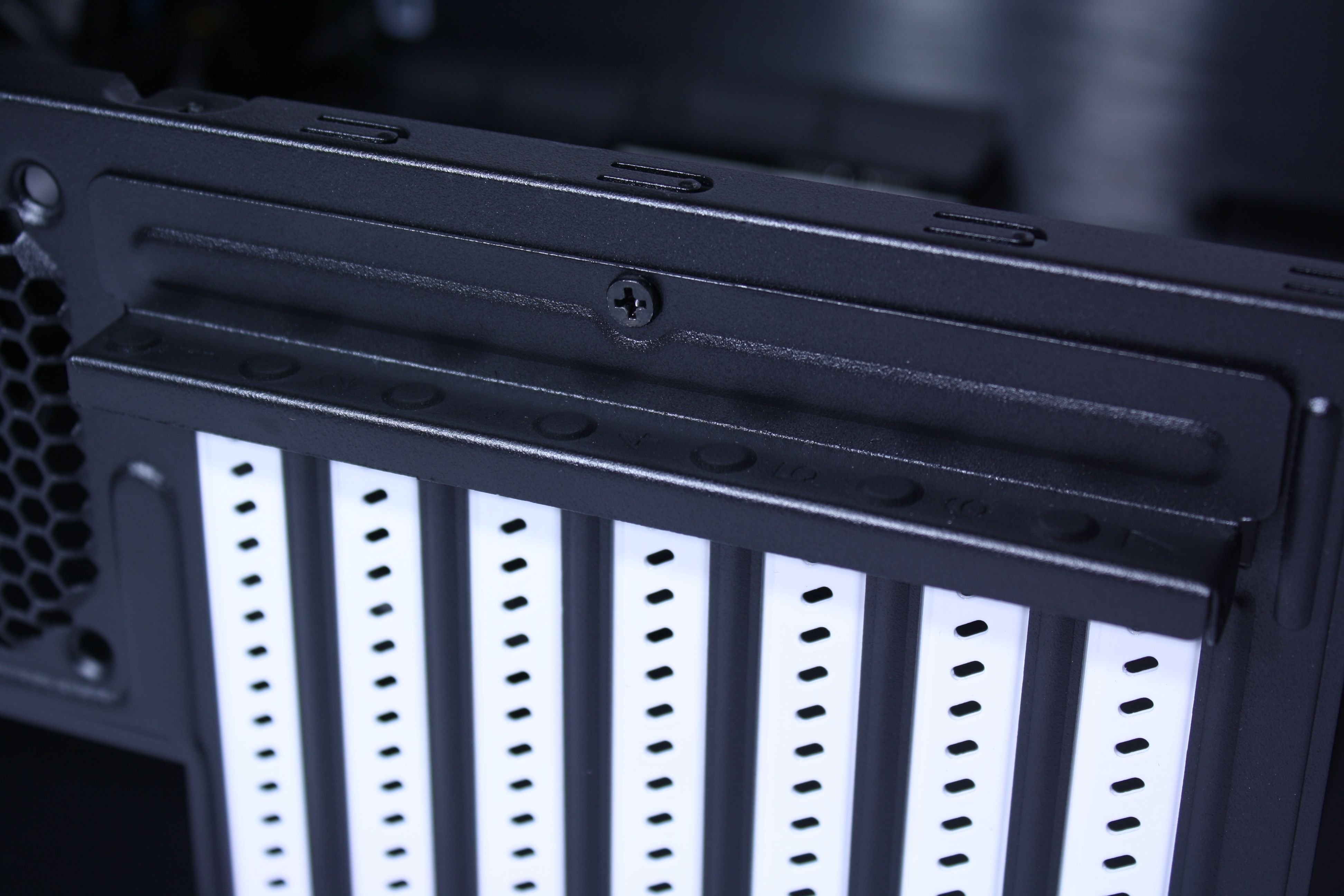 Fractal Design Node 605 Expansion Slot Cover Closed