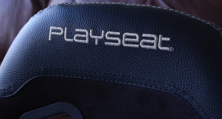 playseat-evolution-embroidery